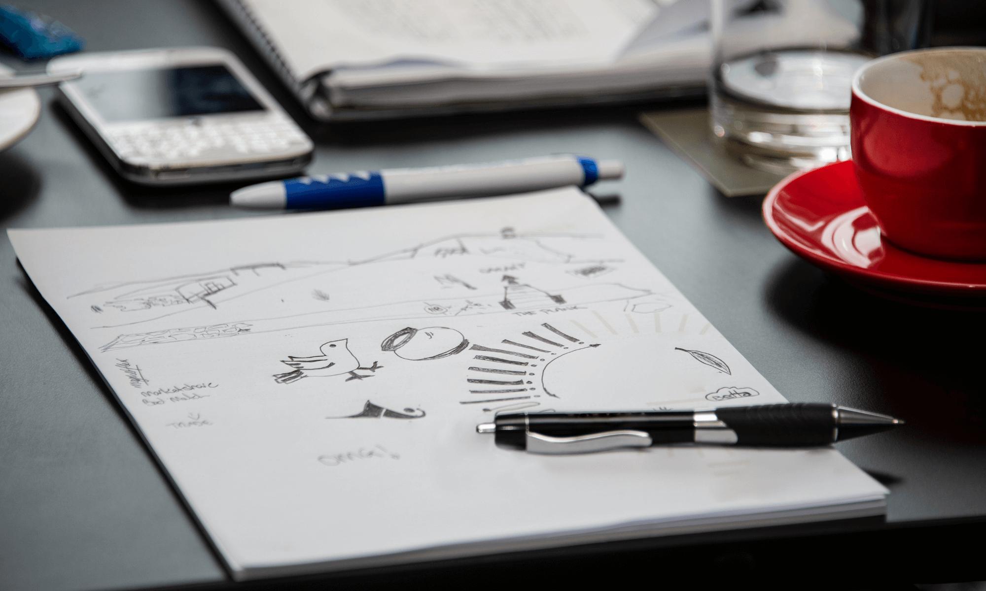 Mønstre tegnet på et stykke papir under et møde